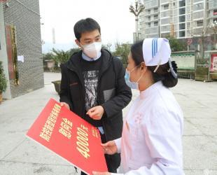 县总工会到德江县民族中医院慰问奋战在抗疫一线医护人员
