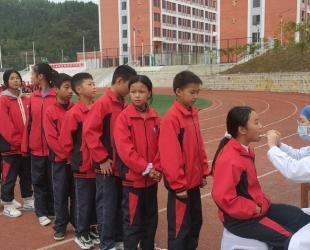 德江县民族中医院深入到县中小学开展口腔疾病筛查工作